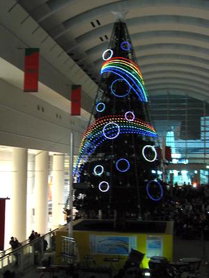 クイーンズスクエア横浜:シンギングツリー点灯式2010年