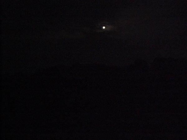 お月さま 遠景