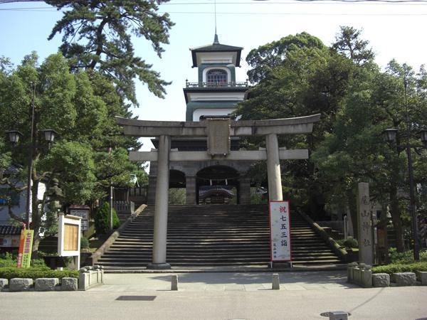 尾山神社正面