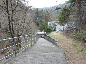 木落とし坂への石段
