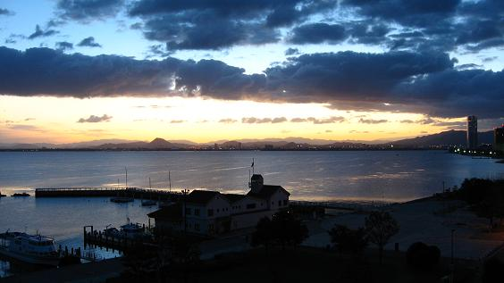 琵琶湖・夜明け前
