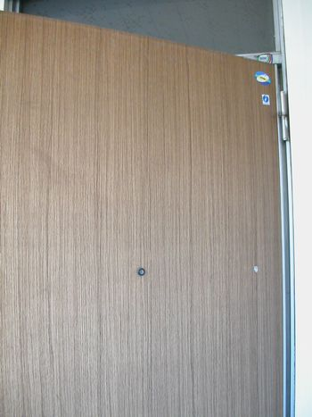 ドア工事前外側
