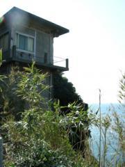12絶壁に建つ家