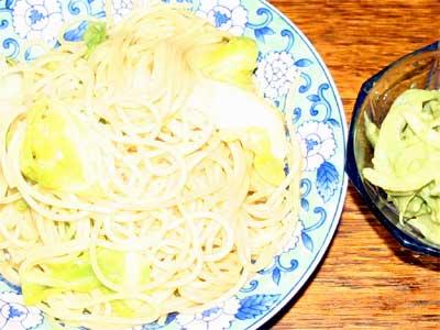 春キャベツのスパゲティとアボカドサラダ