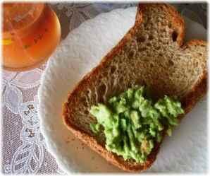 アボカドペースト+全粒粉パン
